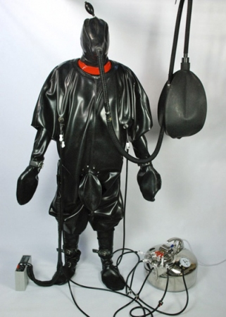 Gallery Photo No.8 - Serious Kit Heavy Rubber Suit & Milker